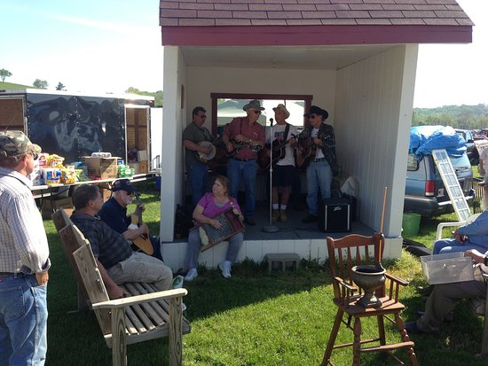 Brookville, IN: Pick up Jam sessions add to the festival atmosphere at White's Farm