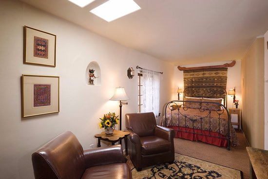 Hacienda Nicholas Bed & Breakfast Inn: The Wisteria Room features a beautiful Native American weaving.