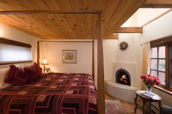 Hacienda Nicholas Bed & Breakfast Inn : The Chamisa Suite features a traditional Kiva fireplace-perfect for snuggling on cold winter nig