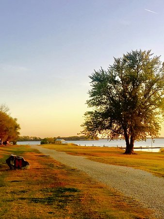 Milford, KS: Flagstop grounds in the fall near boat dock area
