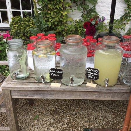 Wallingford, UK: Wedding drinks