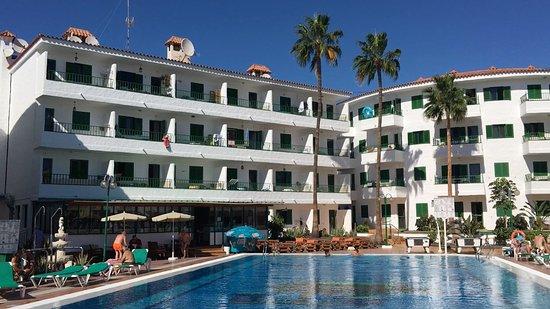 Apartamentos Las Faluas: Apartments which overlook the pool area.