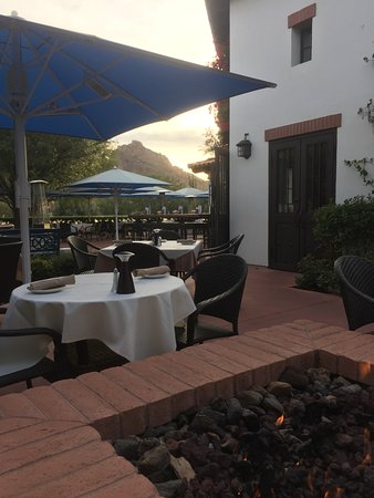 El Chorro: Fireside Patio View Of Camelback Mountain