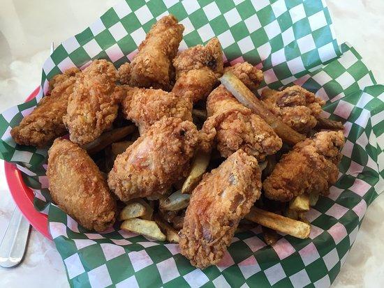 Masset, Kanada: Buffalo Wings w/ Fries