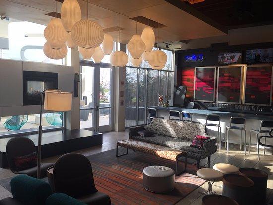 aloft Philadelphia Airport: Lobby