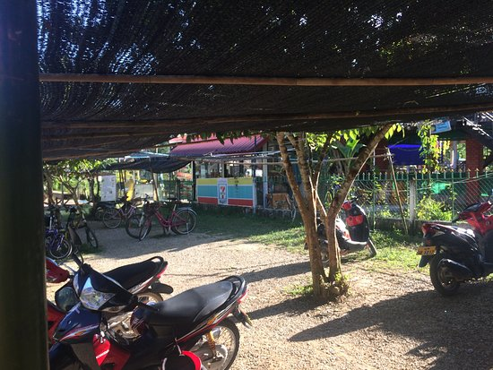 Vang Vieng, لاوس: There's even a mini-mart here!