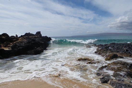 Pa'ako Beach (Secret Cove): Waves - so beware!