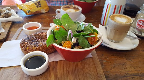 The Red Mill Bakehouse: Great salad, pattie & coffee