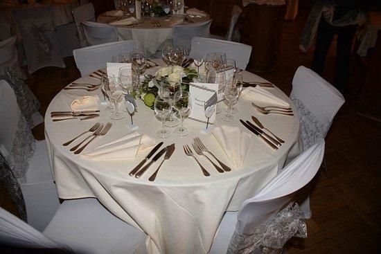 Une mise en place pour mariage notre restaurant photo de brasserie de l 39 h tel de ville bulle - Mise en place table restaurant ...