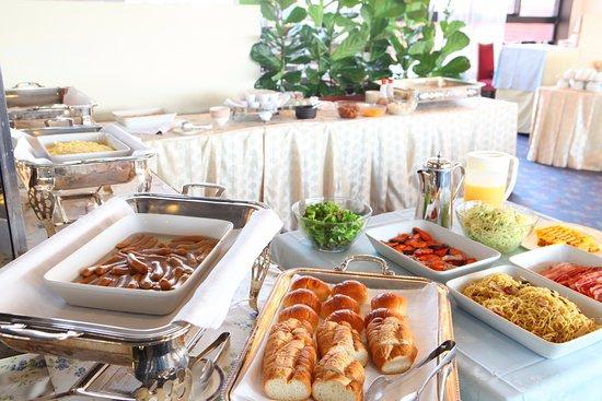 Marroad Inn Kumagaya: 種類も豊富な朝食バイキングは当ホテル人気です
