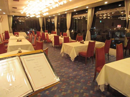 Marroad Inn Kumagaya: フランス料理レストラン『ヴォジュール』では熊谷の街並みを眺めながらお食事をお楽しみいただけます