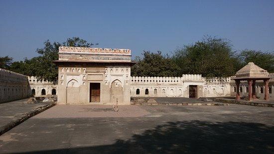 Mehrauli Archaeological Park: tomba Jamali Kamali moschea e di sua moglie Maulana Jamali Kamali
