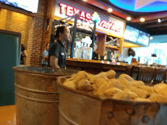 Texas Roadhouse Grill : Peanuts by the bucket? Why? Franchise protocol