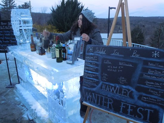 Cocoon Coffee House: Outdoor bar made of ice for WinterFest