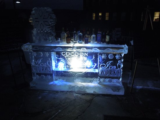 Cocoon Coffee House: Ice Bar at Night!  Cocktails all a glow!