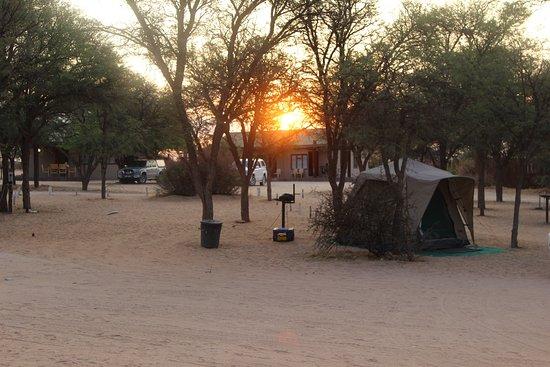 Mata-Mata Rest Camp : Camping Site, Blick von der Haustür