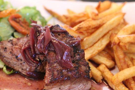 Puisseguin, France: selection viande du chef, plat