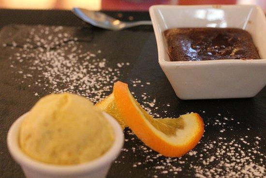 Puisseguin, France: fondant au chocolat, dessert