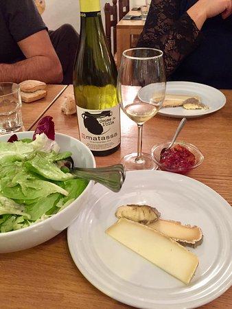 Garriane : Un exemple de menu dégustation du soir à 45€. 3 entrées. 2 plats (poisson/viande). 1 assiette de