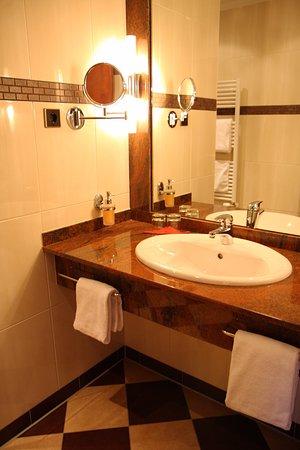 Amaris Hotel: Waschtisch aus einem Comfort Doppelzimmer