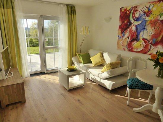 Woonkamer Gele Lelie - Picture of Villa Witte Lelie, Mechelen ...