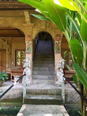 タマン ラハシア (秘密の庭)