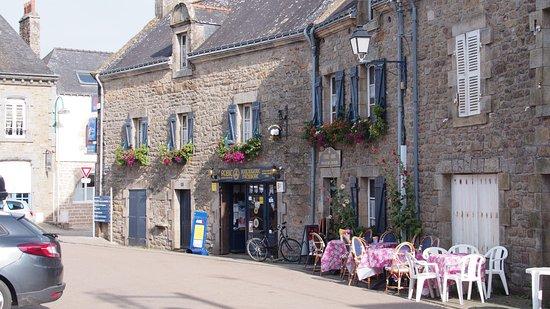 Boulangerie-Patisserie Robic  - Salon de the Tamm'Bara : Boulangrie mit Café: kann man nett sitzen