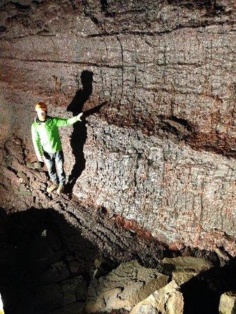 Husafell, Island: Lava cave