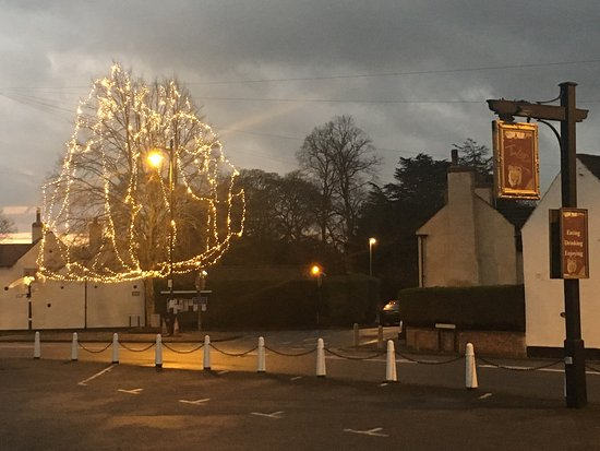 the lion at farnsfield front car park village christmas lights