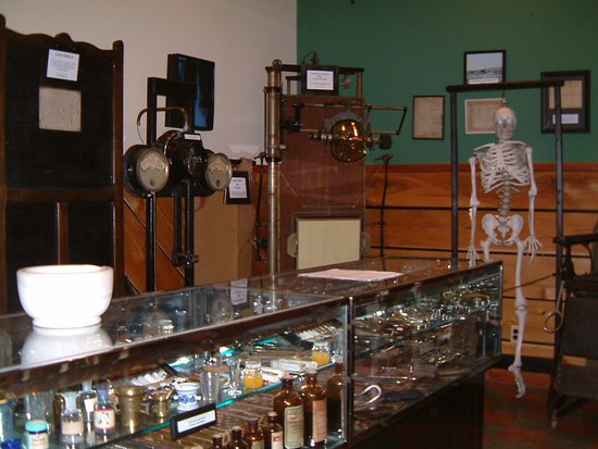 Pocahontas, AR: Medical equipment and instruments used by Randolph County doctors over 100 years ago.