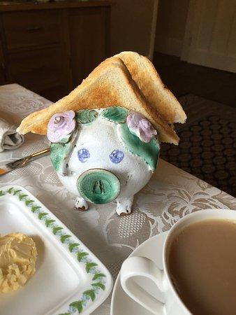 Rosemary Bed & Breakfast: Piggy toast holder