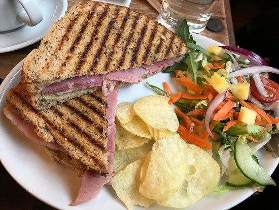 Nantwich Bookshop and Coffee Lounge: Ham toastie