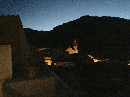 Es Petit Hotel de Valldemossa: Utsikt från rummet på tidig morgon.