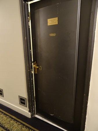 Hotel Pennsylvania Room doors first impressions & Room doors first impressions - Picture of Hotel Pennsylvania New ... pezcame.com