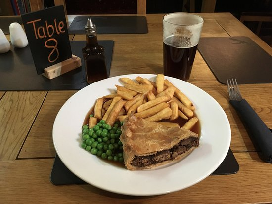 Glenmoriston, UK: Steak and Ale Pie