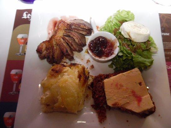 Piegut-Pluviers, Fransa: Assiette de l'étoile (il n'a pas pu résister de goûter avant photo)