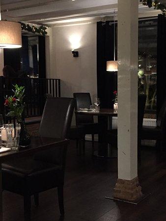 Lekkerkerk, The Netherlands: De bar en een deel van het restaurant