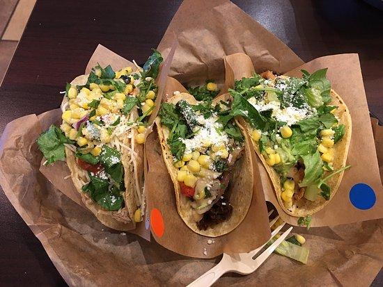 Charleston, Virginia Barat: Knockout taco's were awesome!