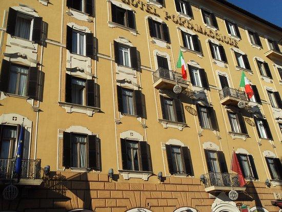 Facciata hotel picture of shg hotel porta maggiore rome for Porta maggiore