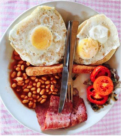 Dunes Holiday Village: English Breakfast