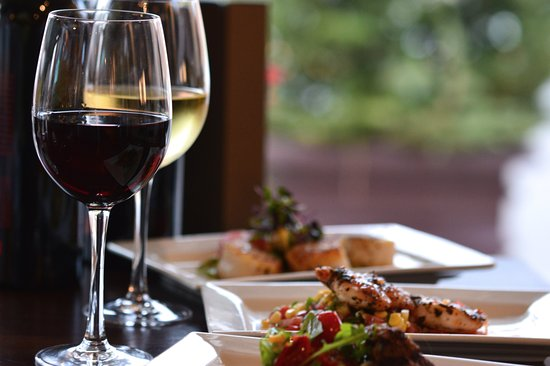 Sarita a Restaurant: Wine and appetizers