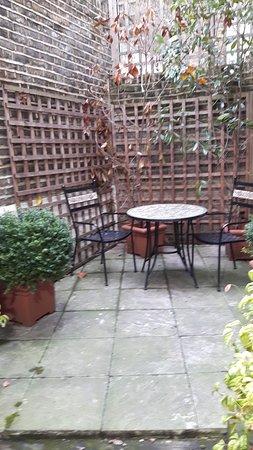 Studios2Let Serviced Apartments - Cartwright Gardens: Outside patio