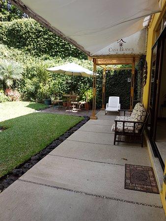 Hotel Casa Blanca Inn: Jardín interior