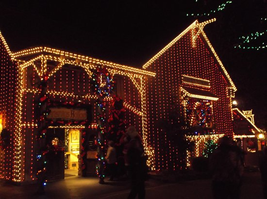 Branson, Missouri: All the buildings are decorated in Christmas lights