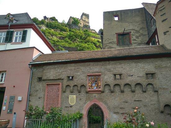 Kaub, Deutschland: Замок-отель на склоне холма