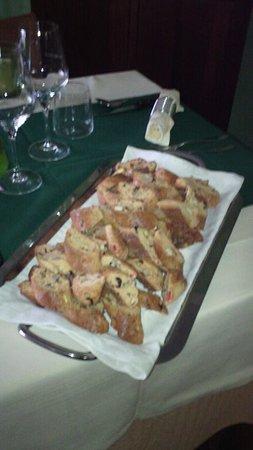 Roccalbegna, Italy: cantucci agli otto frutti secchi