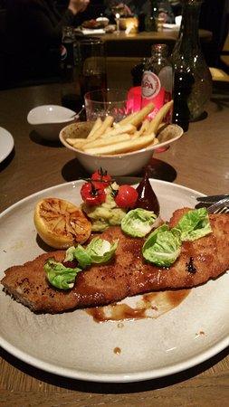 Sassenheim, Países Baixos: Ons avond eten schnitzel met frietjes