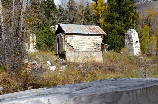 Marble, CO: Old buildings of the extant mill