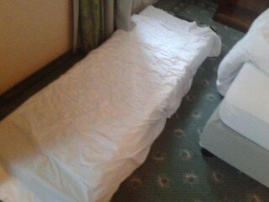 Hotel Neue Post: materasso per bambino