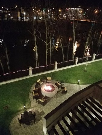 Charleston, Virginia Occidental: Fire Pit & River from 423